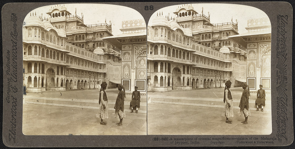 Stereoscopic photograph of a view from a courtyard of the Chandra Mahal in Jaipur in Rajasthan, taken by James Ricalton in c. 1903 (British Library Photo 181/(88)). Public domain