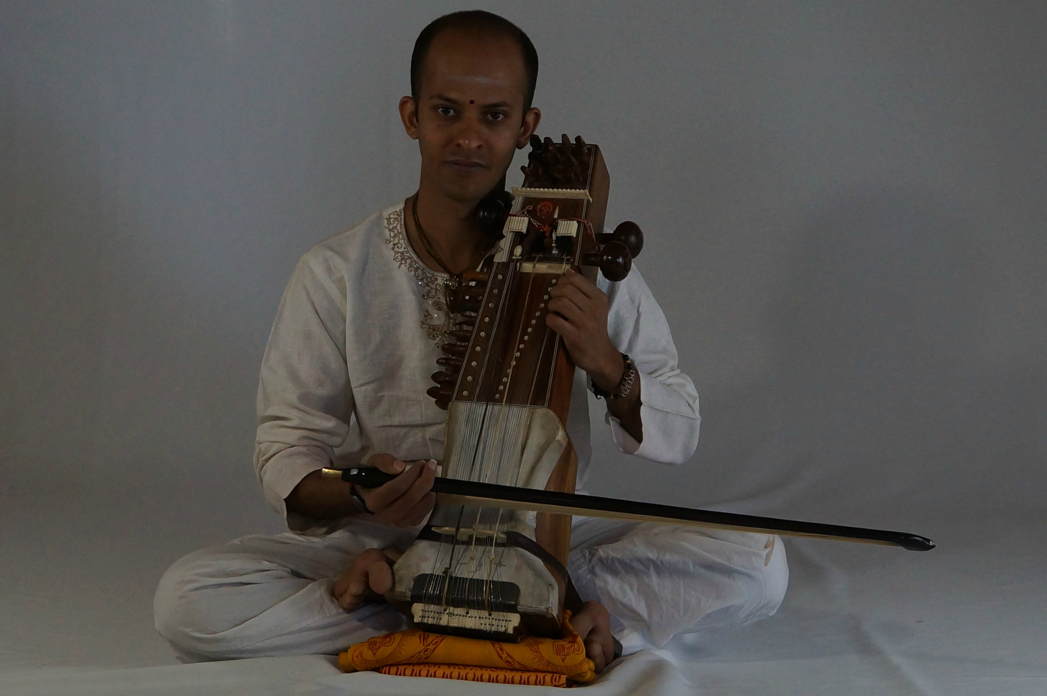 Deepak Paramashivan playing the sarangi
